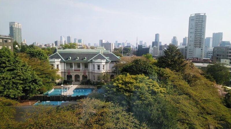 客室より望む旧竹田宮邸洋館と東京タワー