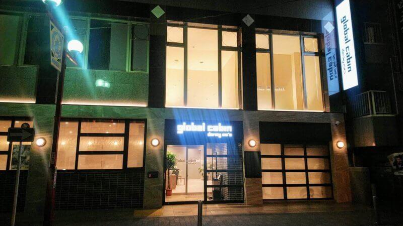 夜のglobal cabin 横浜中華街の入口