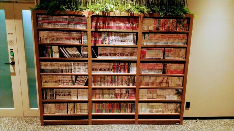 マンガの詰まった本棚