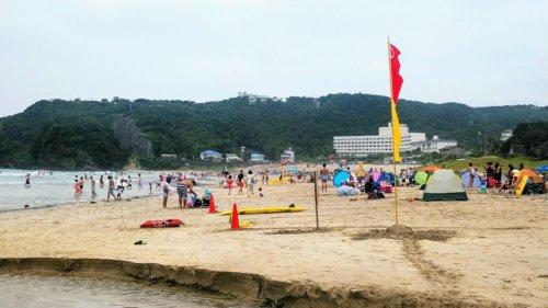 下田プリンスホテル徒歩圏内の白浜海岸シーズン初日の様子