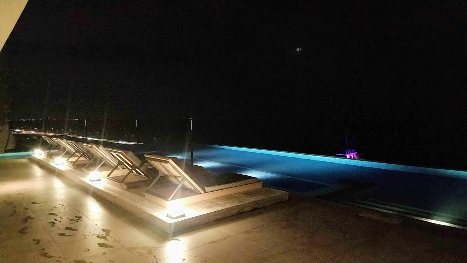 大磯プリンスホテルのナイトプール