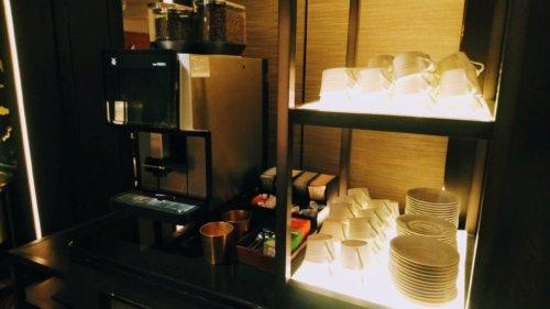 クラブラウンジのコーヒーマシン&お茶セット