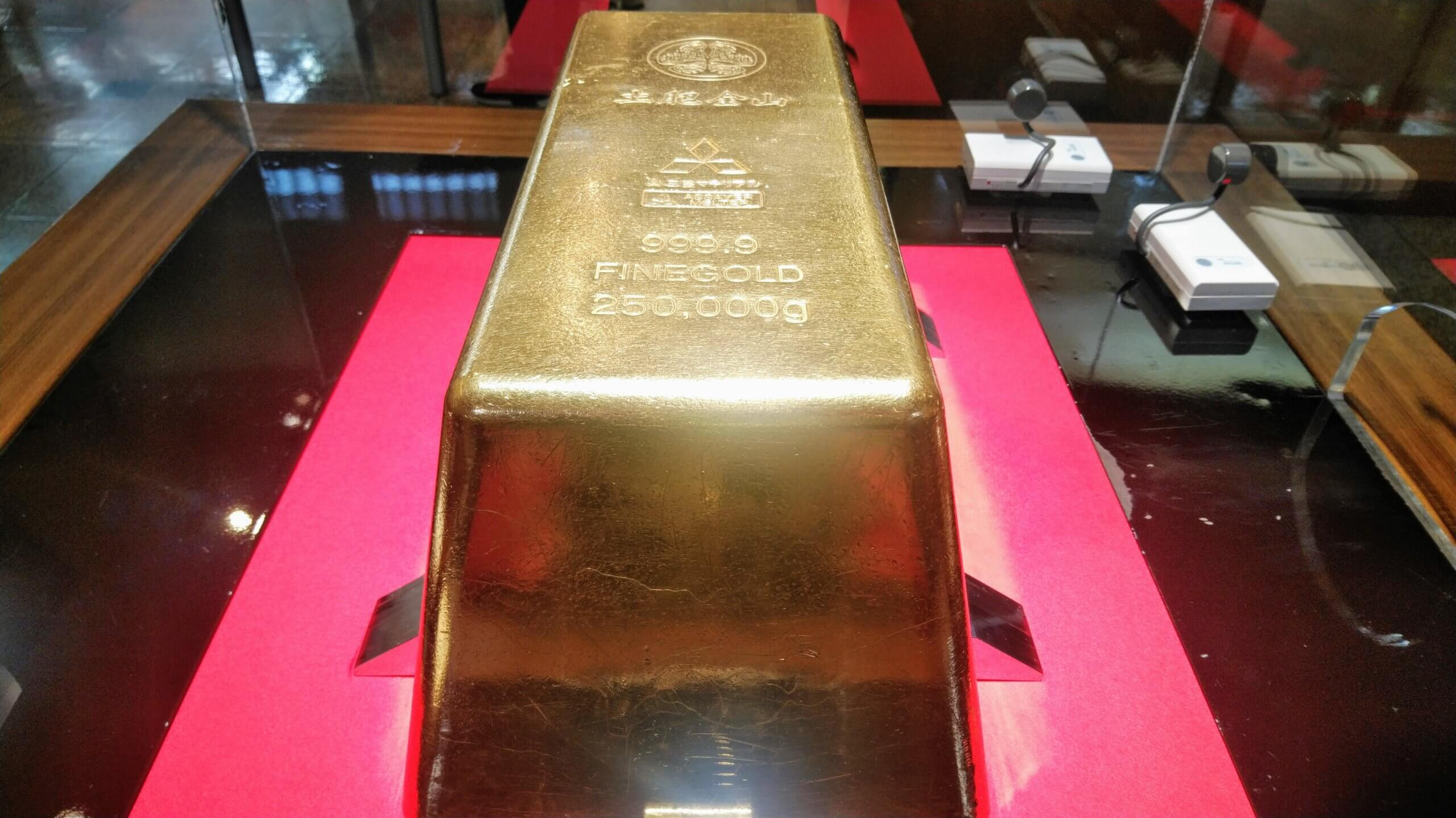 17億8,900万円相当の巨大金塊250kg
